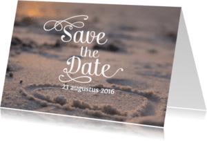 Trouwkaarten - Save the date strand met hart