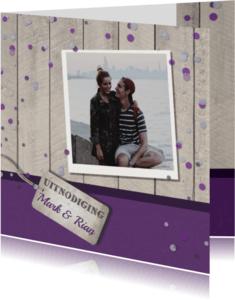 Uitnodigingen - Uitnodiging paars hout confetti
